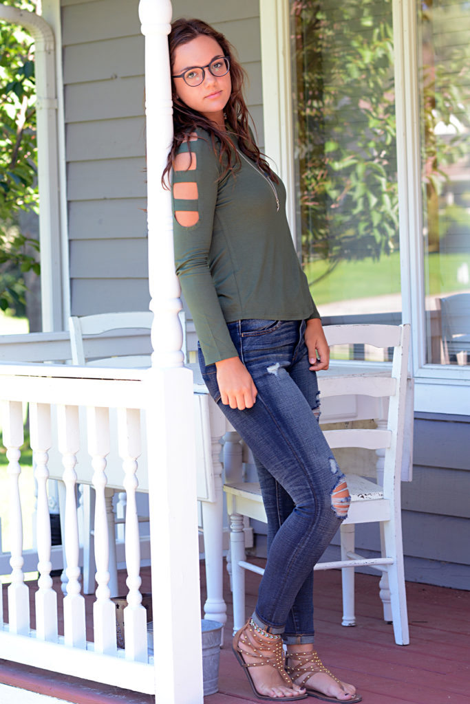 teen style for autumn open sleeves and ripped jeans